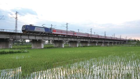 """和谐号3c型电力机车全新上线 赢得铁路""""客运王""""称号"""